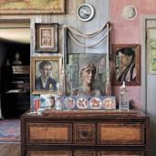 Make-a-house-a-home-1-Easy-Living-11Mar14-Paul-Massey_bt